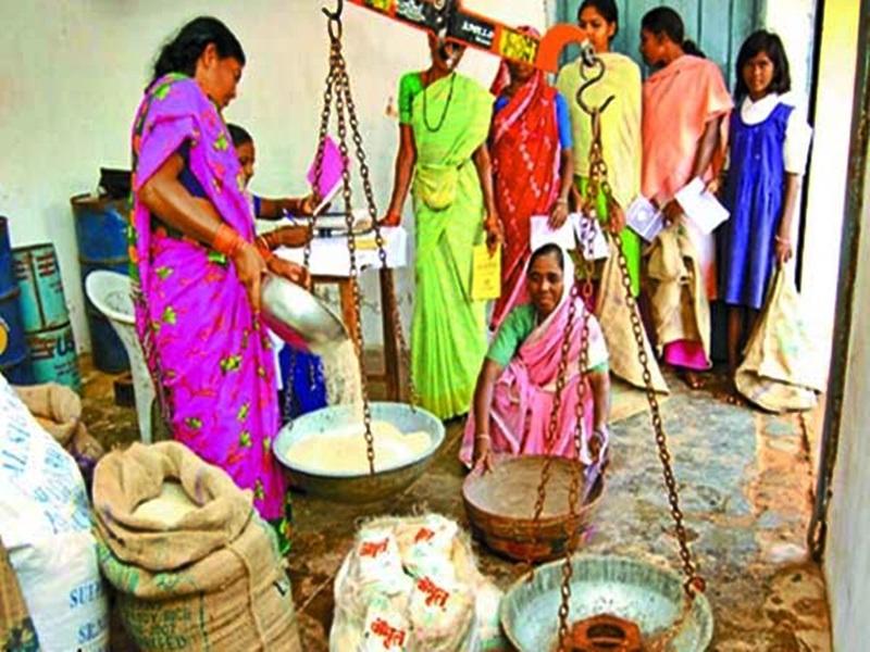 Ambikapur News : खाद्यमंत्री के गृह जिले में राशन वितरण में गड़बड़ी, ग्रामीणों ने खोला माेर्चा