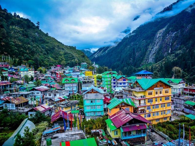 दिल्ली सरकार के विज्ञापन में Sikkim को दर्शाया पड़ोसी देश का हिस्सा, अधिकारी सस्पैंड