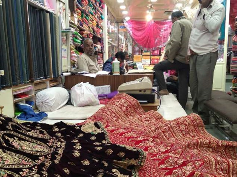 कपड़ा बाजार में दो साल की रिकॉर्ड ग्राहकी, मुनाफे के चलते कंपनियां नहीं बढ़ा रहीं दाम