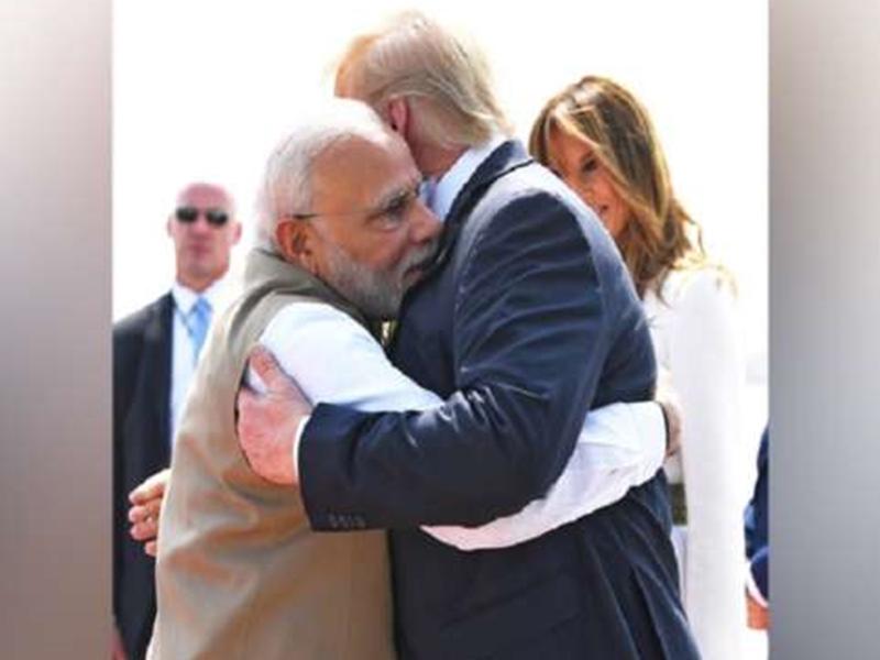 तस्वीरों में देखिए Donald Trump का भारत दौरा, PM मोदी को 6 बार गले लगाया