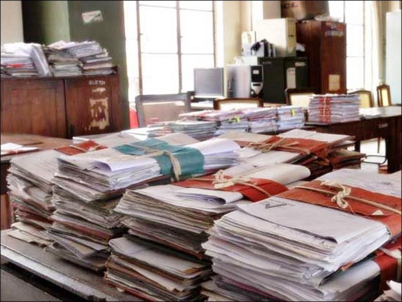 Government employees : सरकारी कर्मचारियों के लिए आदेश जारी, दफ्तर में काम के दौरान ना करें यह हरकत