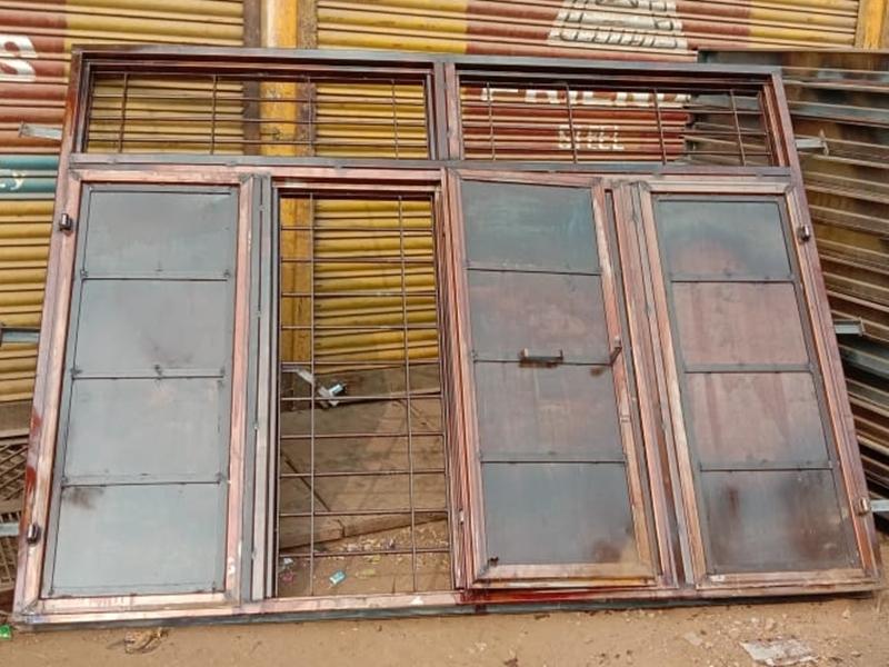 सिवनी में बच्चों पर गिरी ढाई क्विंटल लोहे की खिड़की, एक की मौत