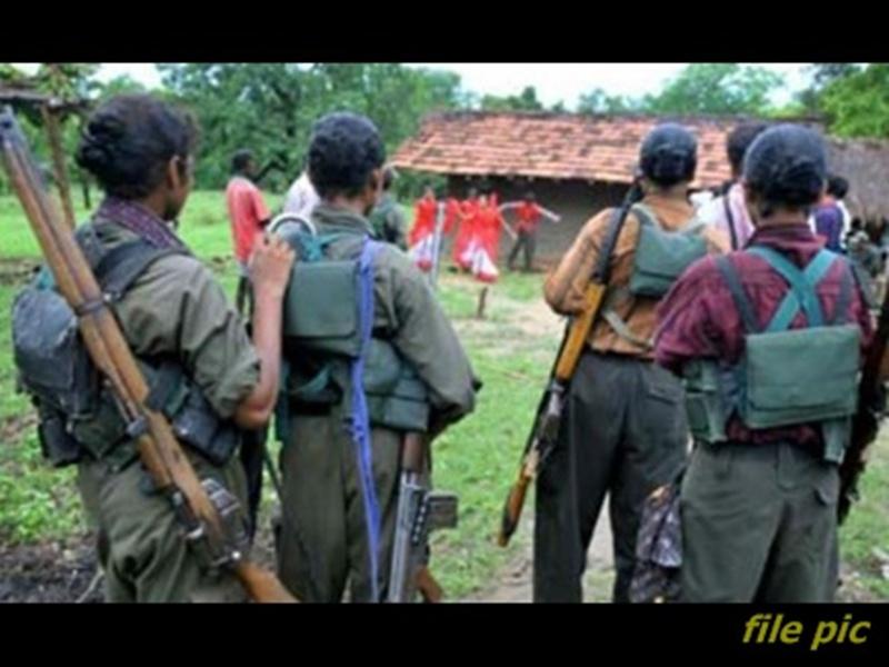 Dantewada News: नक्सलियों की कायराना करतूत, ग्रामीण को मौत के घाट उतारा