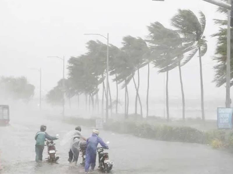 तूफान से प्रभावित बंगाल में सेना ने संभाला मोर्चा, सीएम ममता ने मांगी थी मदद