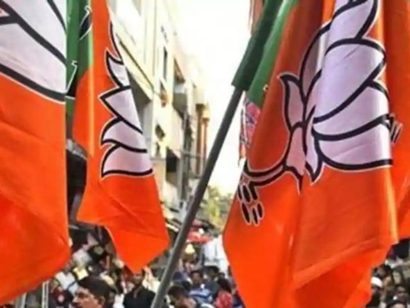 मध्य प्रदेश में भाजपा ने कांग्रेस सरकार से लड़ते-लड़ते अफसरशाही से ले लिया पंगा