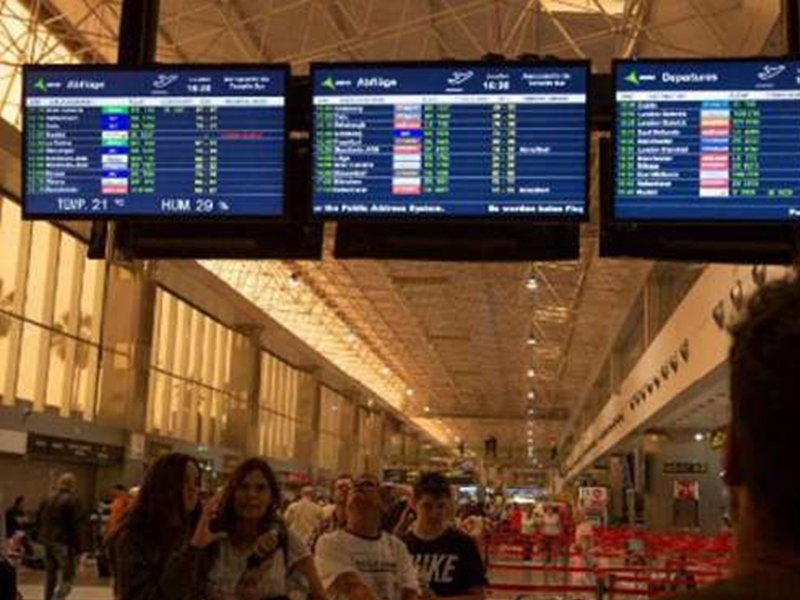 बेटी को एयरपोर्ट पर छोड़ विदेश टूर पर चला गया परिवार, जानें इसकी वजह