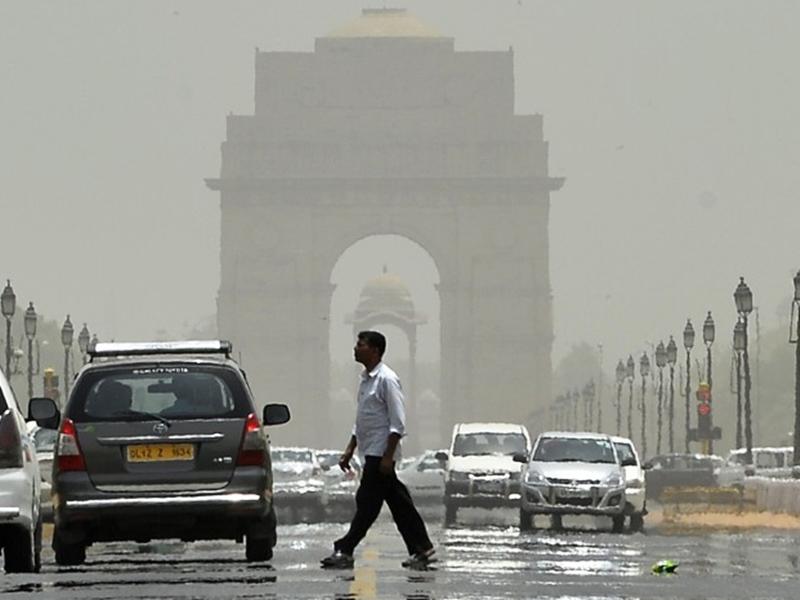 Weather Alert: दिल्ली में पारा 45 के पार, IMD ने जारी किया रेड अलर्ट, इन राज्यों में आसमान से बरसेगी आग