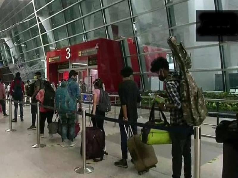 गहमागहमी के बीच घरेलू विमान सेवाएं शुरू, बिना सूचना 43 में से 82 उड़ानें रद्द, यात्रियों में गुस्सा