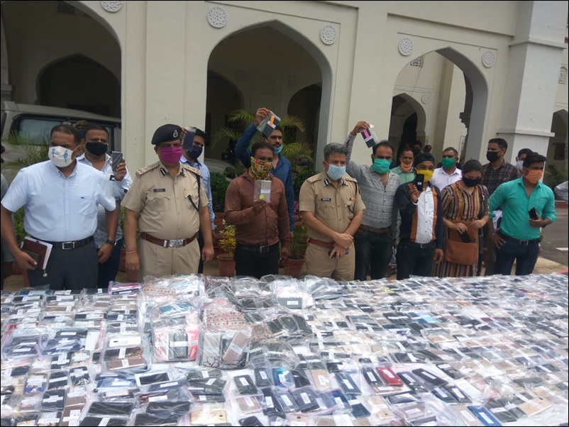 Lockdown के दौरान अपराध घटे तो जयपुर पुलिस ने खोज निकाले 2200 मिसिंग स्मार्टफोन
