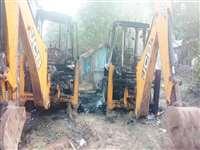 Sukma Naxal Attack : नक्सलियों ने सड़क निर्माण में लगे 6 वाहनों में की आगजनी