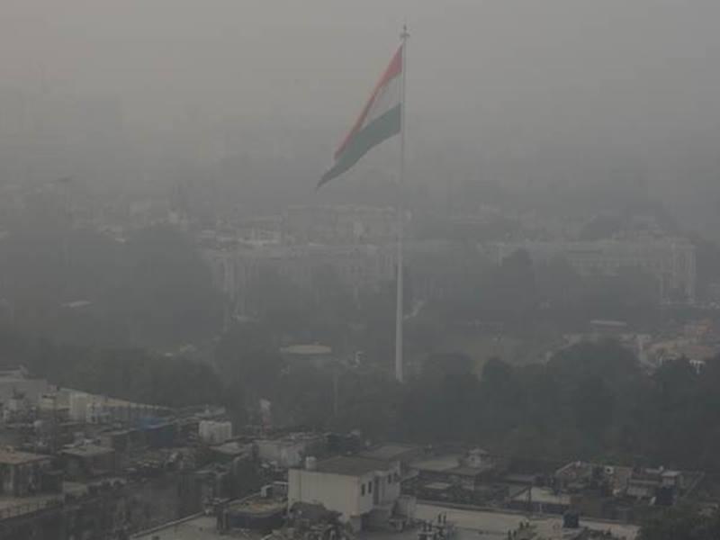 Delhi Pollution: सुप्रीम कोर्ट  ने कहा, 'लोगों को गैस चैंबर में ही रहना है तो विस्फोटकों से मार डालें'