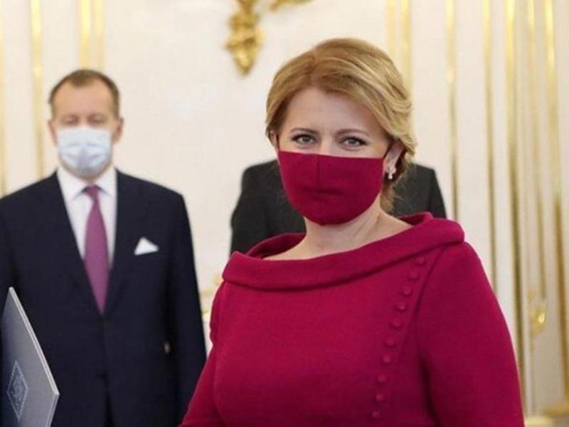 स्लोवाकिया की राष्ट्रपति ने पहने अपनी ड्रेस से मैचिंग वाले फेस मास्क, वायरल हुई तस्वीरें