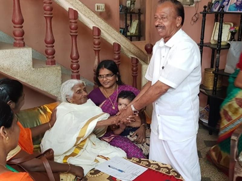 Kerala: 105 साल की उम्र में बनवाने जा रही Aadhaar, PM मोदी ने इसलिए की थी तारीफ