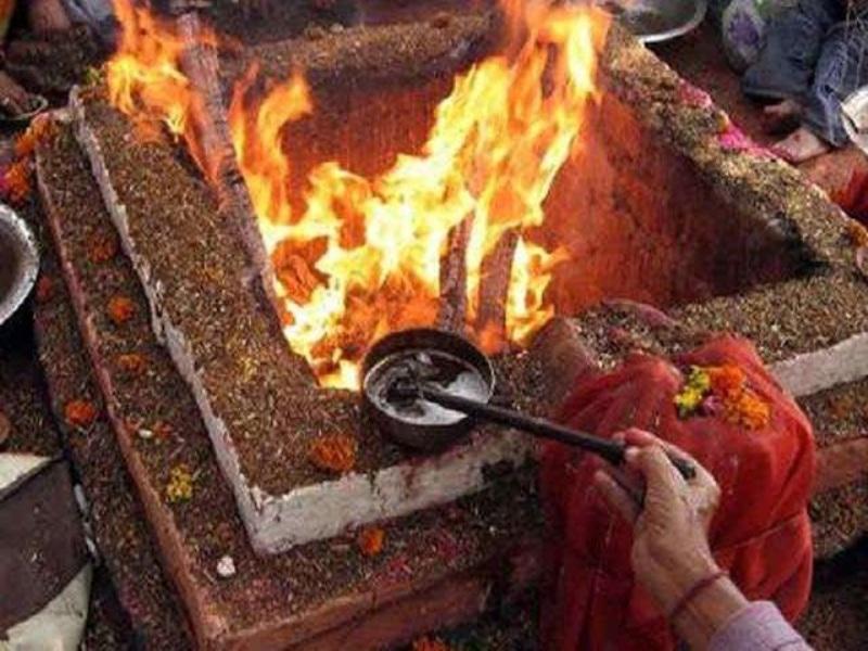 Tikamgarh News : मुस्लिम महिला सरपंच ने हवन में दी आहुति, कौमी एकता की रखी मिसाल
