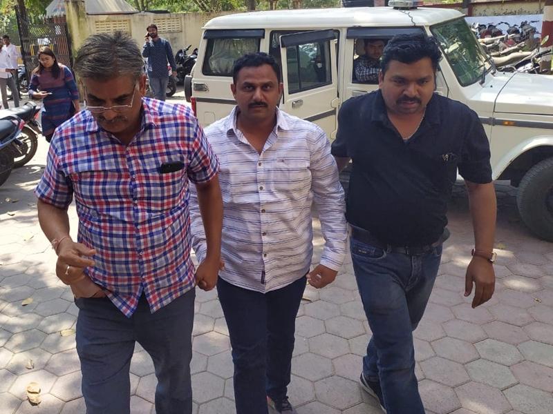 Indore News : गैंगस्टर युवराज उस्ताद एयरपोर्ट के बाहर से गिरफ्तार