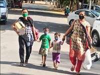 कोरोना को शिकस्त देकर अस्पताल से लौटे दो बच्चों का आरती उतारकर हुआ स्वागत