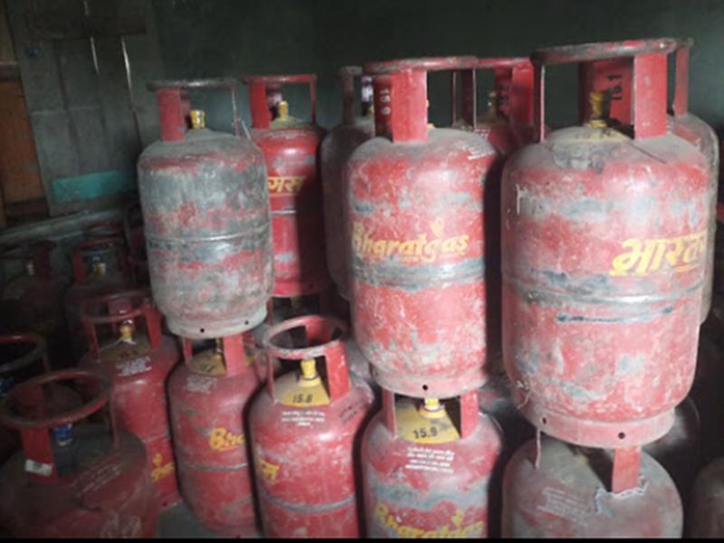 LPG ग्राहकों को तोहफा, अब WhatsApp पर बुक करवाएं गैस Cylinder