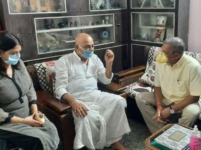 Sushant Singh Rajput के परिवार से मिलने पहुंचे Nana Patekar ने कहा एक मुलाकात में ही वह अपना सा लगा