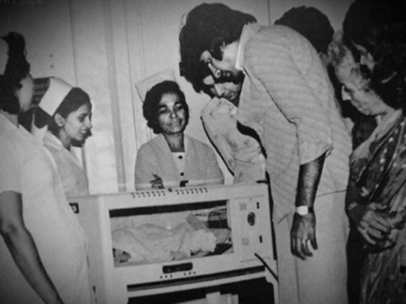 Abhishek Bachchan और Amitabh Bachchan का यह पुराना फोटो है बहुत खास