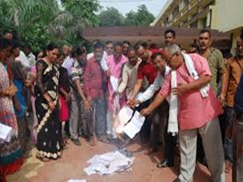 Chhattisgarh : 1 जुलाई को 5 लाख कर्मचारी जलाएंगे भूपेश सरकार के इस आदेश की प्रतियां