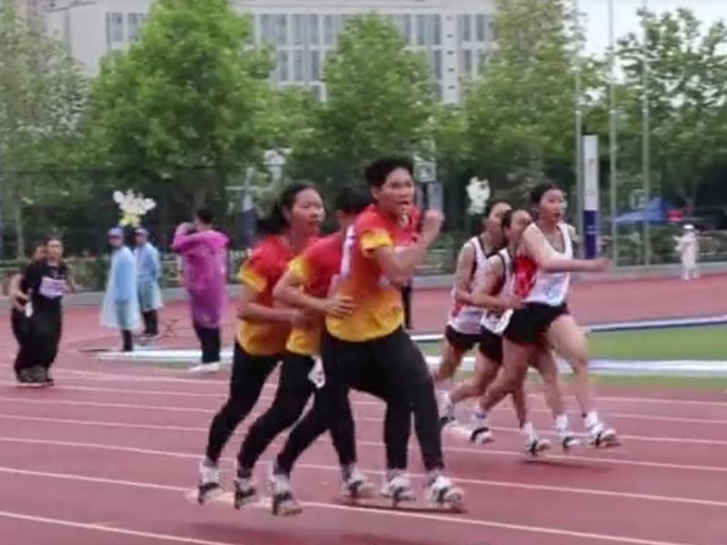 एक जूता पहनकर दौड़ते हैं तीन खिलाड़ी, कहीं देखी है ऐसी अनोखी रेसिंग