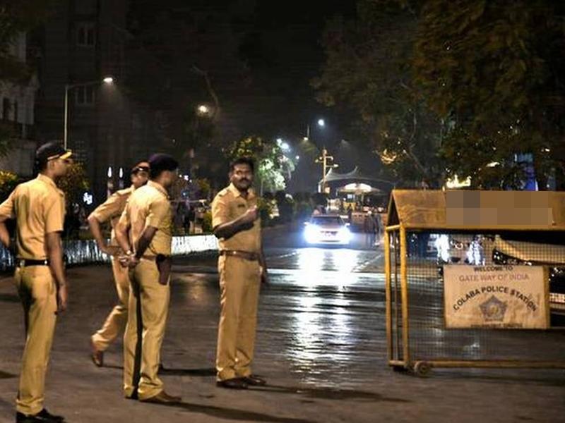 मुंबई पुलिस की नई गाइडलाइन, अब घर से 2 किमी के दायरे में ही घूम सकेंगे लोग