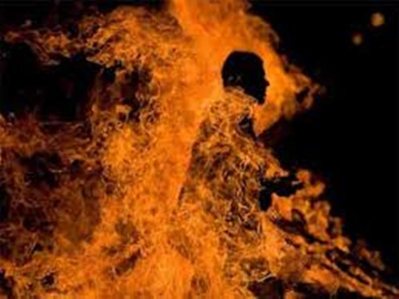 ग्वालियर में पत्नी से हुआ झगड़ा तो नशे में धुत पति ने खुद को लगा ली आग