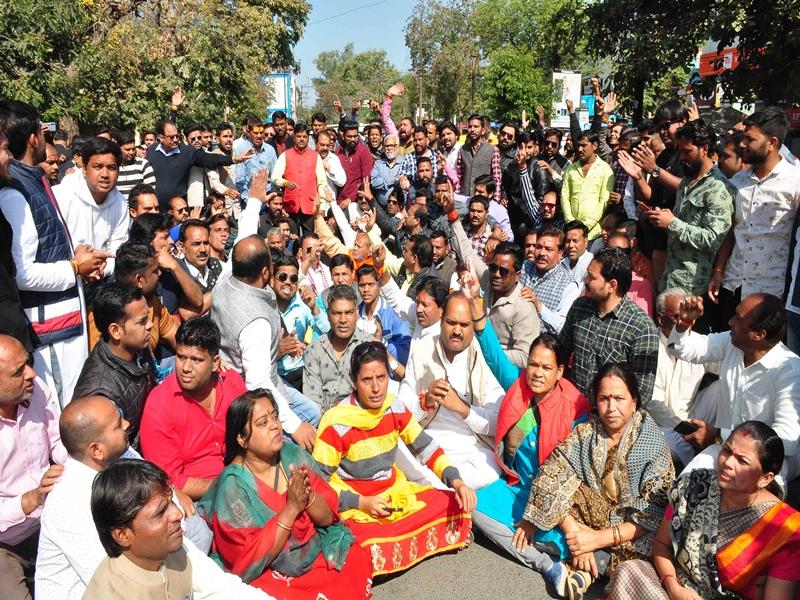 Ujjain News : महाकाल मंदिर पहुंच मार्ग पर धरने का मुद्दा गरमाया, सड़क पर उतरी भाजपा