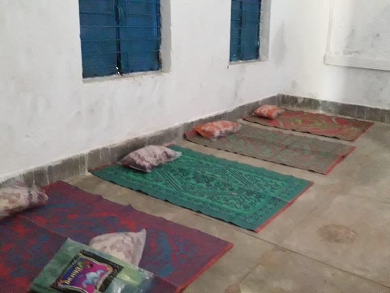 Ambikapur News : क्वारंटाइन सेंटर में कोरोना से ज्यादा जहरीले करैत सांप से खतरा