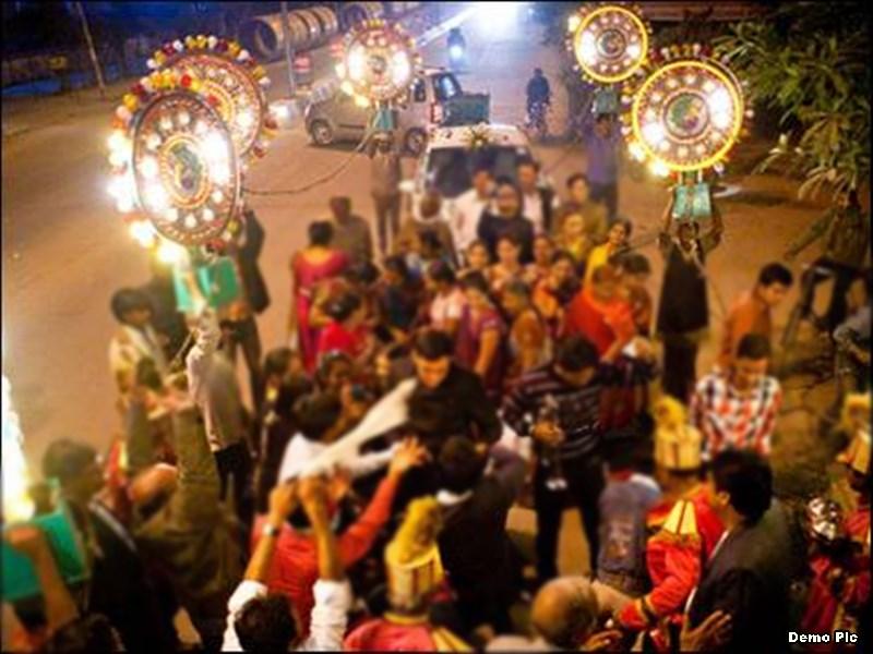 अग्रवाल समाज में बरात में महिलाओं के डांस पर बैन, महिलाएं बोलीं- पहले पुरुष छोड़ें शराब