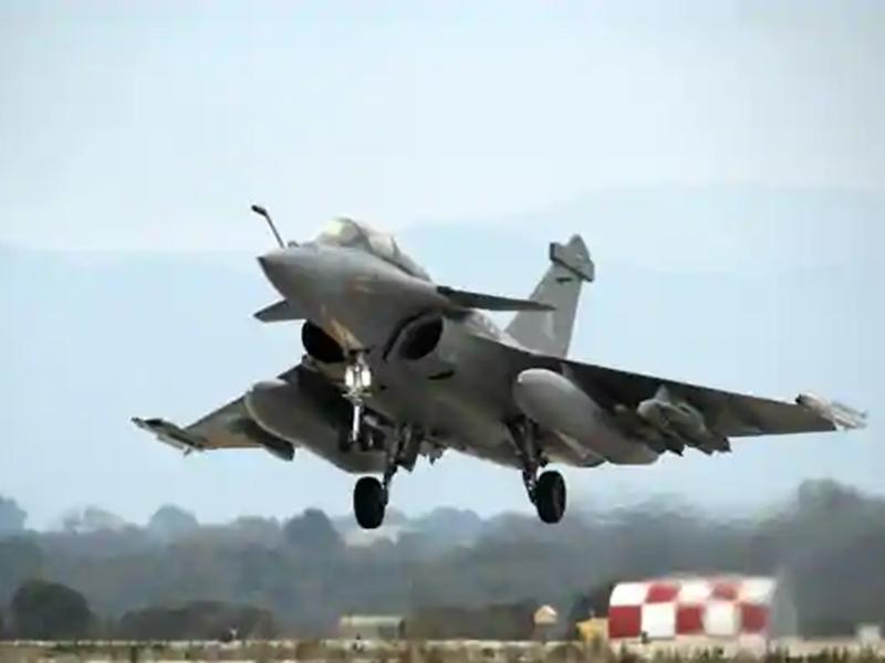 चीन से तनातनी के दौर में जुलाई में भारत आएगा Rafale, चीनी जेट Chengdu j-20 पर पड़ेगा भारी