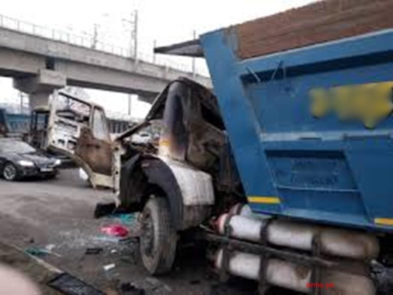 Bhind News : लोहे के पाइप से भरे डंपर ने तीन को कुचला, एक महिला की मौत