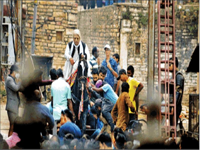 Indian-2 : सेवा नगर की तंग गलियों घोड़े पर सवार कमल हसन, पीछे-पीछे पुलिस !