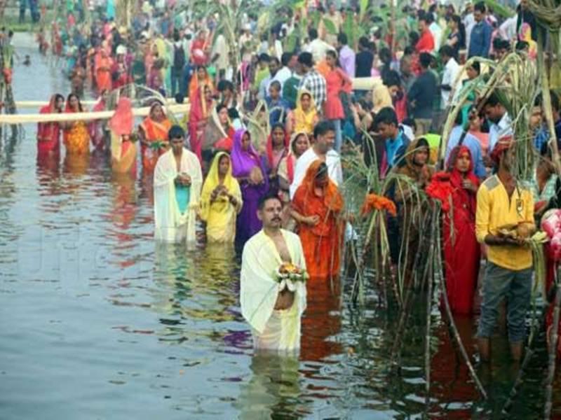Chhath Puja 2019 Arag Time and Muhurat: छठ पर्व पर अस्त होते सूर्य को इस विधि से दे अर्घ्य