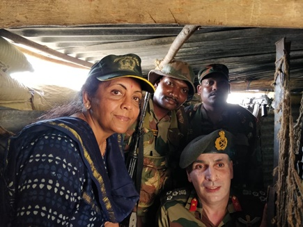 तीनों सेनाओं की सैन्य तैयारियों का रक्षा मंत्री ने लिया जायजा