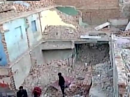 नोएडा के निठारी गांव में गिरी दो मंजिला इमारत, 2 घायल