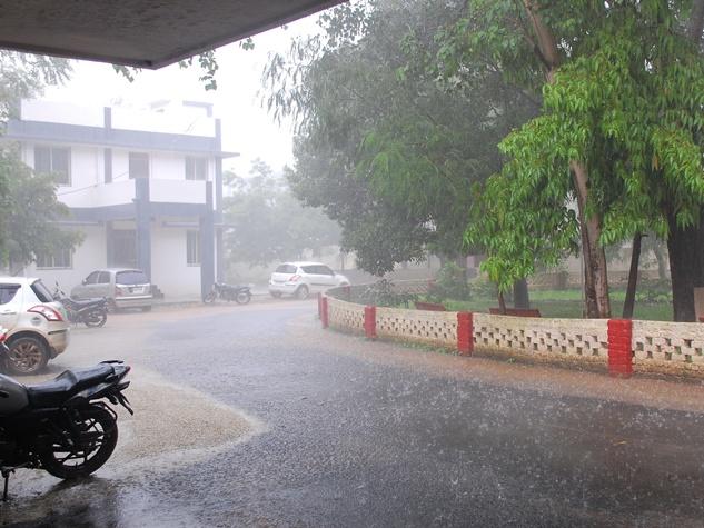 नीमच में जोरदार बारिश से जनजीवन अस्त-व्यस्त