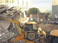 नोएडा: निर्माणाधीन मकान की दीवार गिरने से एक बच्चे की मौत, तीन घायल