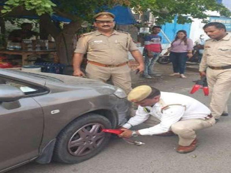 नोएडा में वाहन को खड़ा रखकर हुए गायब तो यातायात पुलिस करेगी व्हील क्लेप का उपयोग