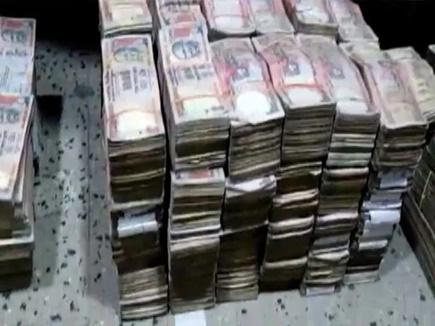साढ़े तीन करोड़ रुपये मूल्य के बंद हो चुके नोटों सहित चार लोग पकड़ाए