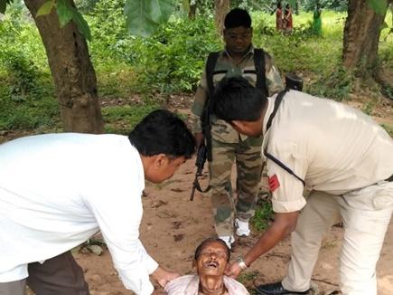 दंतेवाड़ा क्षेत्र में जंगल में बेहोश मिला वृद्ध, पुलिस ने पहुंचाया अस्पताल