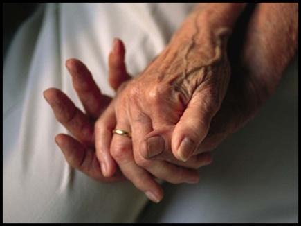 पता पूछने के बहाने वृद्धा को रोका, लूट ले गए सोने के आभूषण