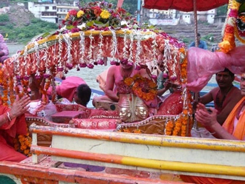 ओंकारेश्वर और ममलेश्वर की महासवारी में भक्त करेंगे गुलाब और गुलाल की वर्षा
