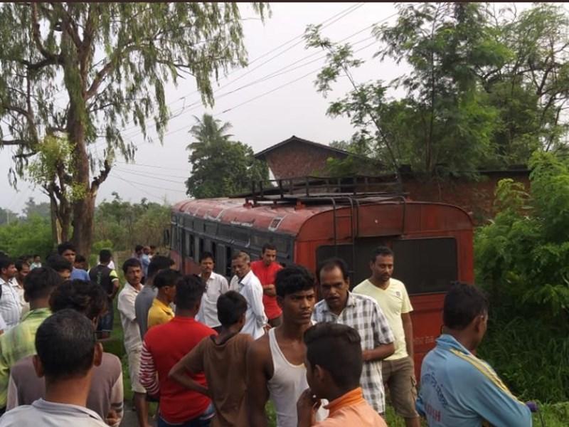 महाराष्ट्र के पालघर में सड़क से उतरी बस, 14 बच्चे घायल