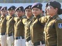 इंदौर में गणतंत्र दिवस परेड की तैयारियों में जुटे पुलिसकर्मी