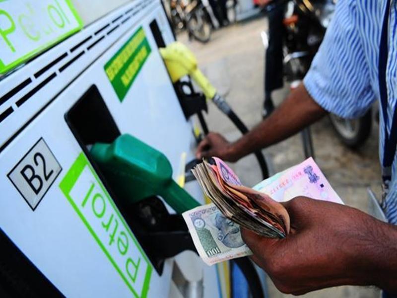 कमलनाथ सरकार ने बढ़ाया पेट्रोल-डीजल पर 5 फीसदी वैट, ये होंगी नई कीमतें