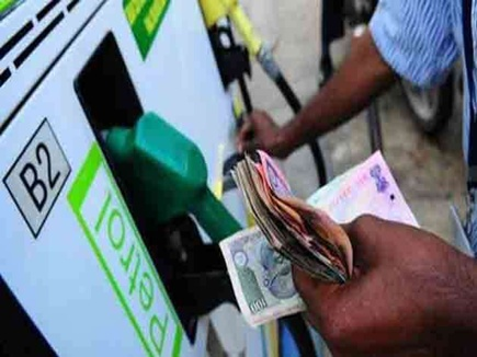 इथेनॉल मिलाने से आठ से दस रुपए घट सकती है पेट्रोल की कीमत