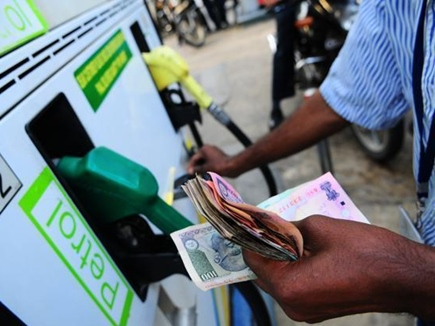 साल के आखिरी दिन सबसे सस्ता हुआ पेट्रोल और डीजल, जानें आज के दाम