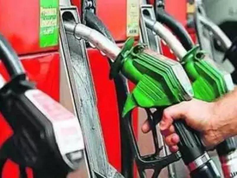 69 रुपए लीटर पर पहुंचे पेट्रोल के दाम, अब तक इतनी कम हो गई कीमत