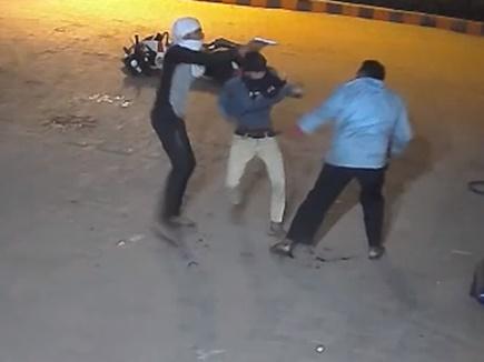 VIDEO: पेट्रोल के पैसे मांगे तो पंप कर्मचारी को दो बाइक सवारों ने मारी गोली